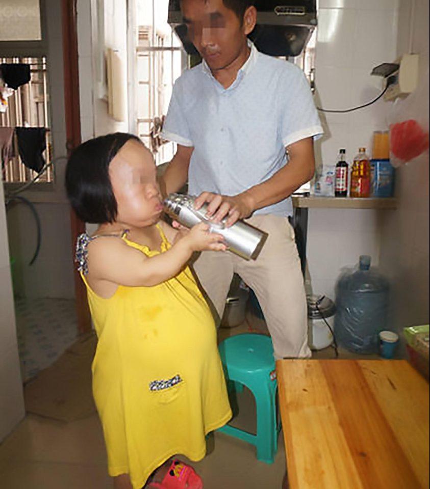 Bất chấp nguy hiểm, cô gái 91cm mang bầu vượt mặt - 8