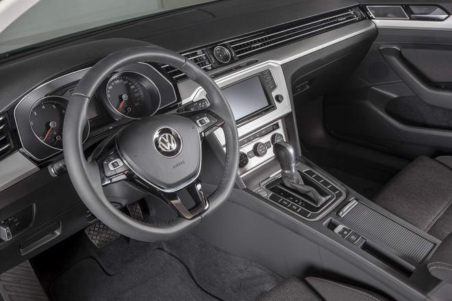 Volkswagen Passat BlueMotion giá 1,450 tỷ đồng ở Việt Nam - 3