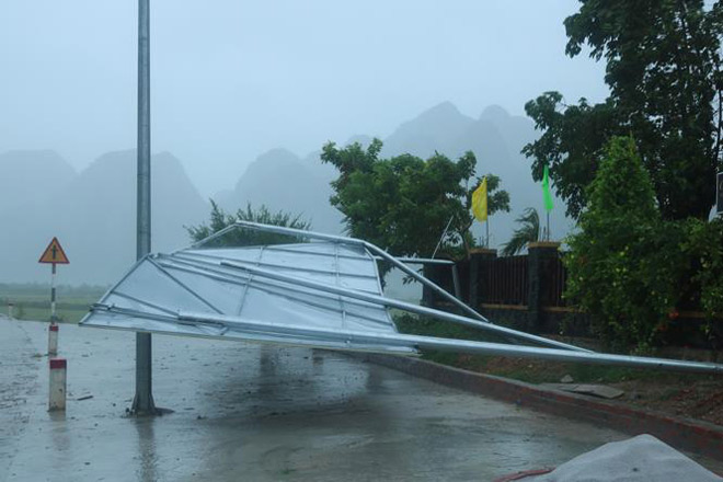 CẬP NHẬT bão số 10 ngày 15/9: Bão sang Lào sau 6 giờ quần thảo miền Trung - 20
