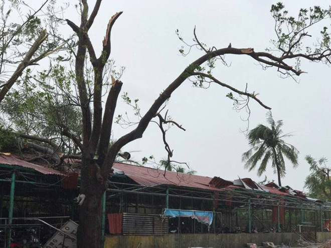 CẬP NHẬT bão số 10 ngày 15/9: Bão sang Lào sau 6 giờ quần thảo miền Trung - 19