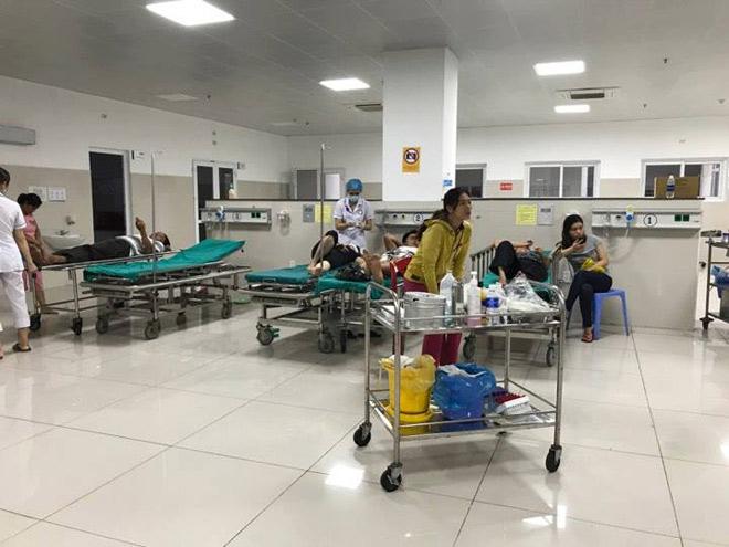 CẬP NHẬT bão số 10 ngày 15/9: Bão sang Lào sau 6 giờ quần thảo miền Trung - 22