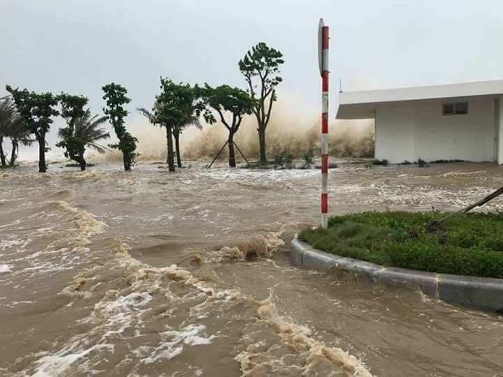 CẬP NHẬT bão số 10 ngày 15/9: Bão sang Lào sau 6 giờ quần thảo miền Trung - 26