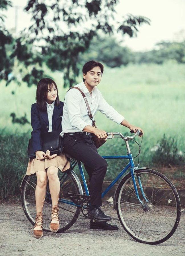 """Vừa ra mắt 1 tuần, MV  """" Em gái mưa """"  của ca sĩ Hương Tràm đã thu hút hơn 17 triệu lượt xem."""