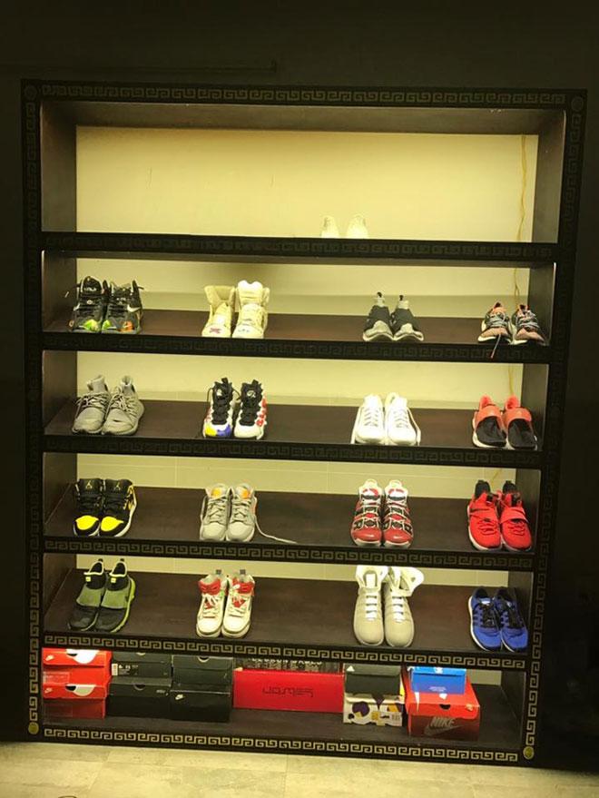 Bộ sưu tập giày cực khủng của cậu bé ở TP.HCM gây bão - 3