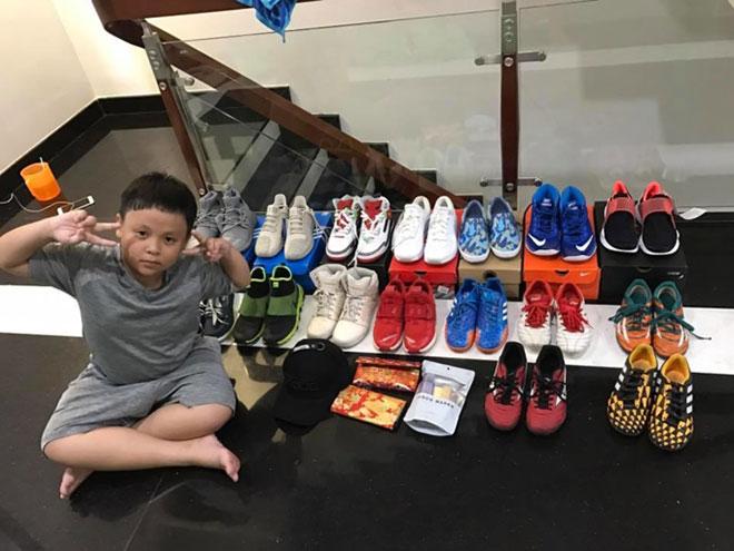 Bộ sưu tập giày cực khủng của cậu bé ở TP.HCM gây bão - 4