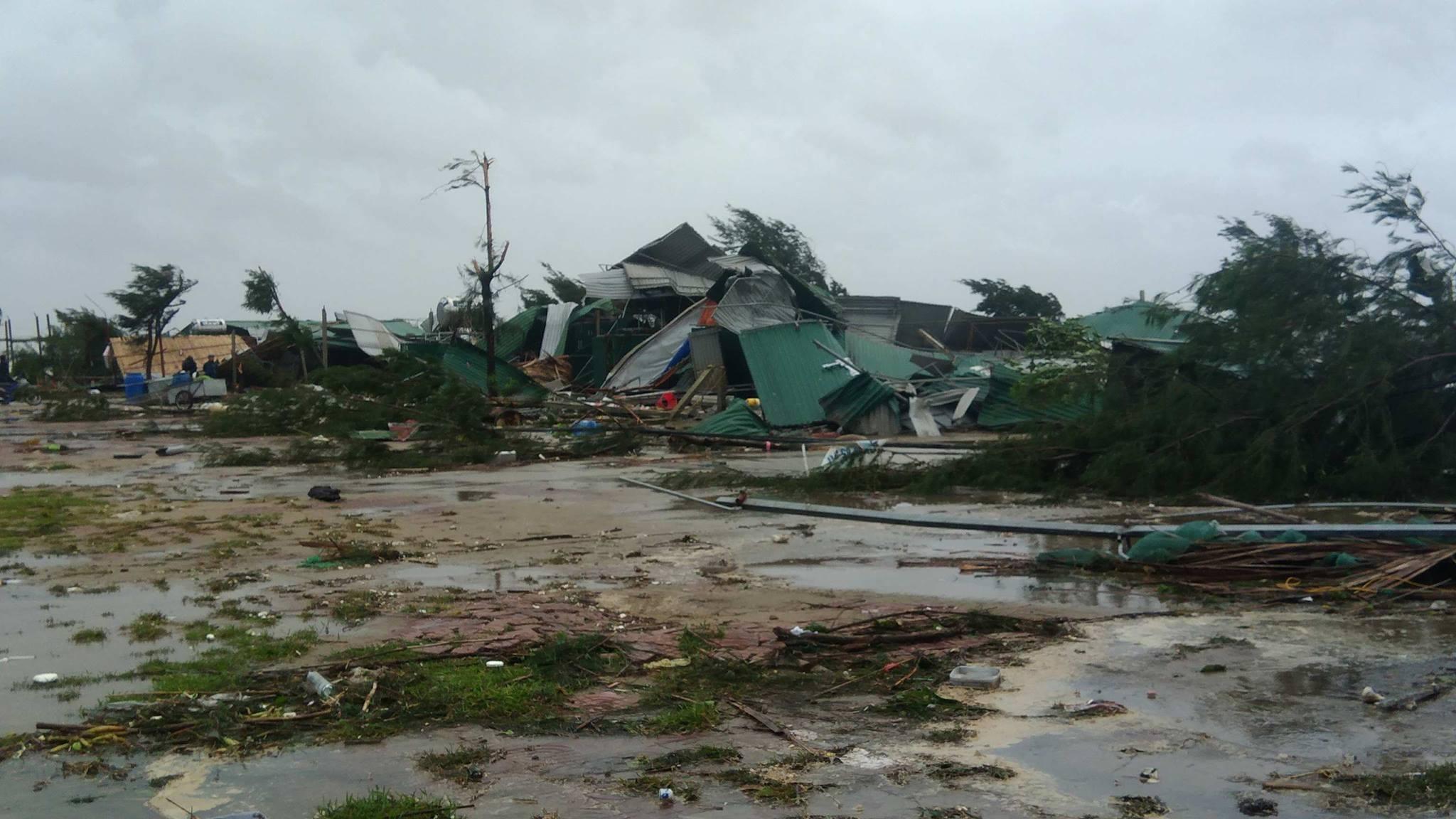 CẬP NHẬT bão số 10 ngày 15/9: Bão sang Lào sau 6 giờ quần thảo miền Trung - 29