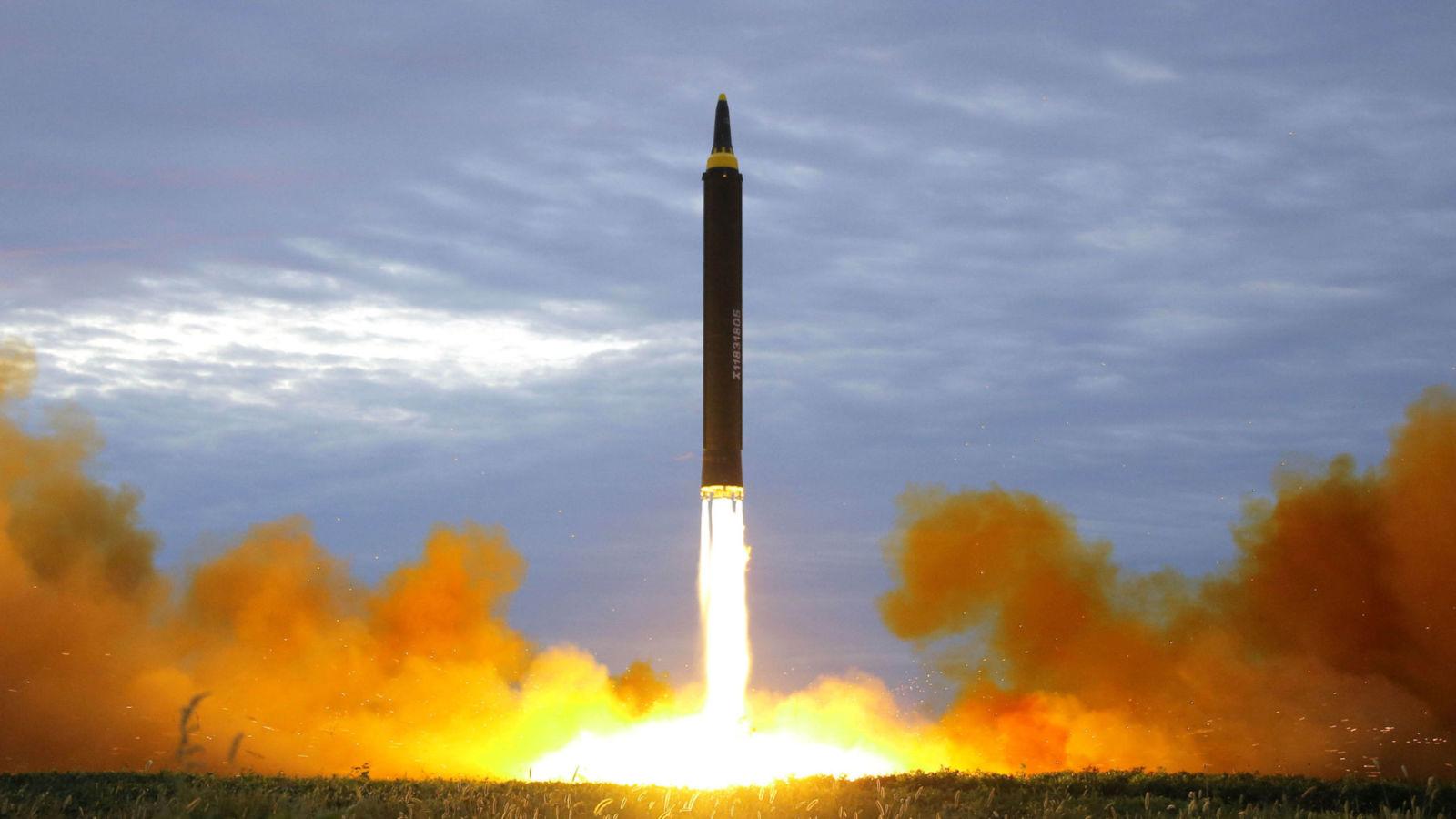 Ý đồ Kim Jong-un khi phóng tên lửa bay xa nhất qua Nhật - 2