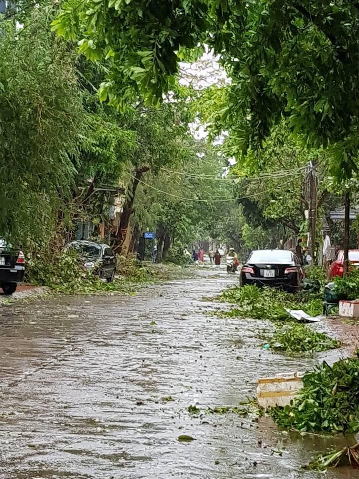 Nhìn lại sức tàn phá khủng khiếp của bão số 10 khi đổ bộ miền Trung - 6