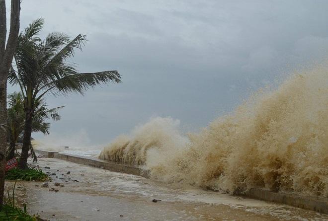 Nhìn lại sức tàn phá khủng khiếp của bão số 10 khi đổ bộ miền Trung - 1