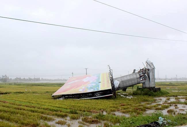 Nhìn lại sức tàn phá khủng khiếp của bão số 10 khi đổ bộ miền Trung - 4