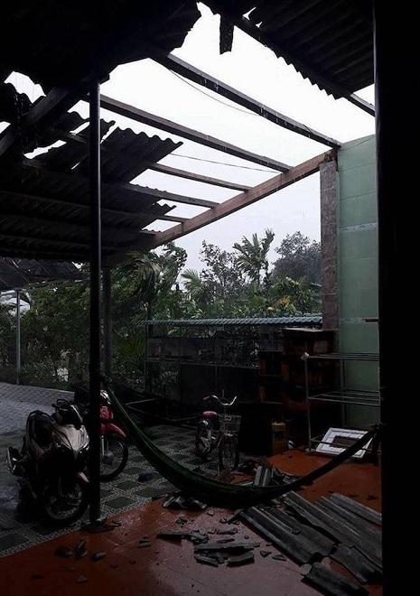 Nhìn lại sức tàn phá khủng khiếp của bão số 10 khi đổ bộ miền Trung - 2