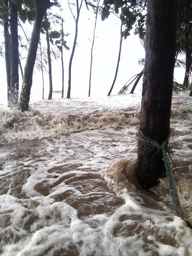 Nhìn lại sức tàn phá khủng khiếp của bão số 10 khi đổ bộ miền Trung - 10