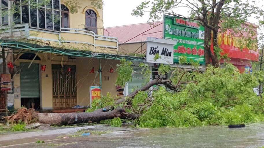Nhìn lại sức tàn phá khủng khiếp của bão số 10 khi đổ bộ miền Trung - 5