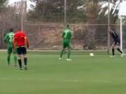 Video Clip Cười - Đừng bao giờ chơi bóng đá khi mưa bão