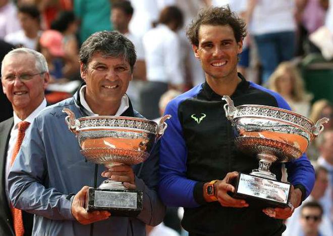 """Vi ngai vàng Grand Slam, Federer có dám """"bái sư"""" chú Nadal? - 1"""