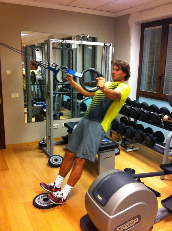 """""""Bò tót làng banh nỉ"""" Nadal lực lưỡng vượt xa Roger Federer - 6"""
