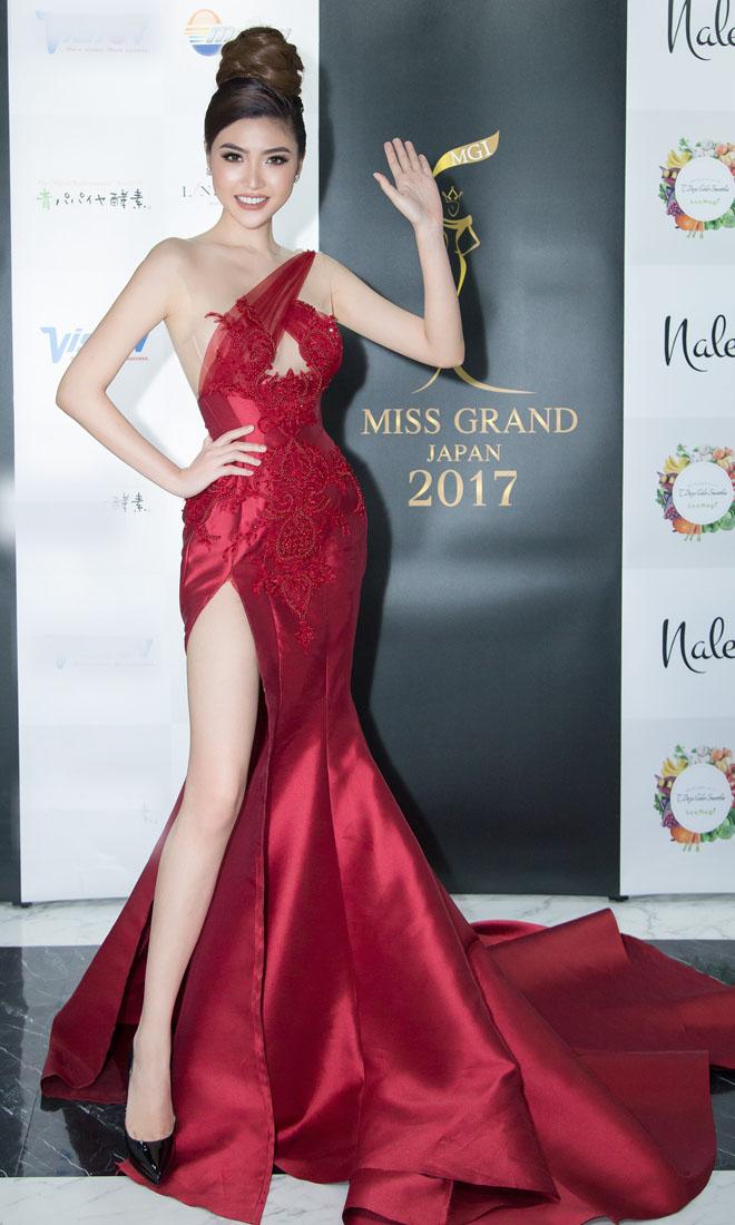 """Váy táo bạo tiết lộ dáng sexy của """"mỹ nữ Vũng Tàu đi xe 70 tỷ"""" - 3"""