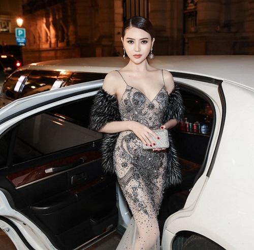 """Váy táo bạo tiết lộ dáng sexy của """"mỹ nữ Vũng Tàu đi xe 70 tỷ"""" - 5"""