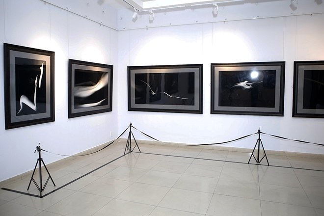 Hạn chế trẻ dưới 16 tuổi đến xem triển lãm ảnh nude đầu tiên của Việt Nam - 3