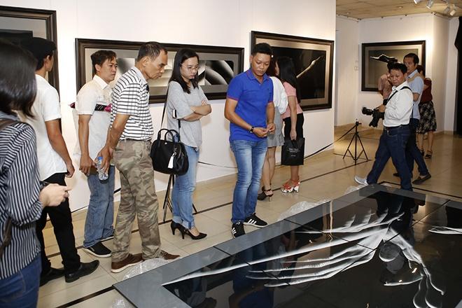 Hạn chế trẻ dưới 16 tuổi đến xem triển lãm ảnh nude đầu tiên của Việt Nam - 8
