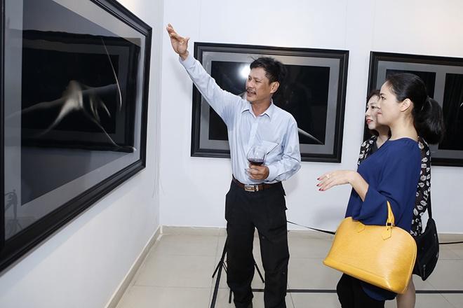 Hạn chế trẻ dưới 16 tuổi đến xem triển lãm ảnh nude đầu tiên của Việt Nam - 11