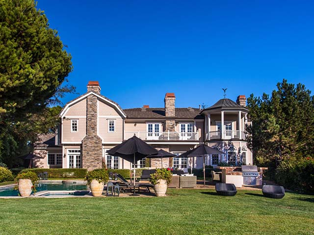 Đẹp ngỡ ngàng biệt thự mới của Jessica Alba trong khu phố nhà giàu