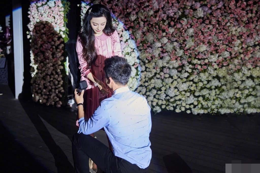 Lý Thần quỳ gối cầu hôn Phạm Băng Băng trong ngày sinh nhật - 1