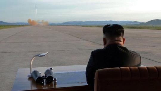 """Triều Tiên muốn có lực lượng quân sự """"ngang bằng Mỹ"""" - 1"""