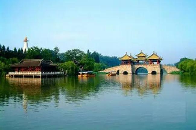 Hồ Thiên Mục được khai phát từ năm 1992, là một khu rừng rộng với sự phát triển nông sản mạnh mẽ.