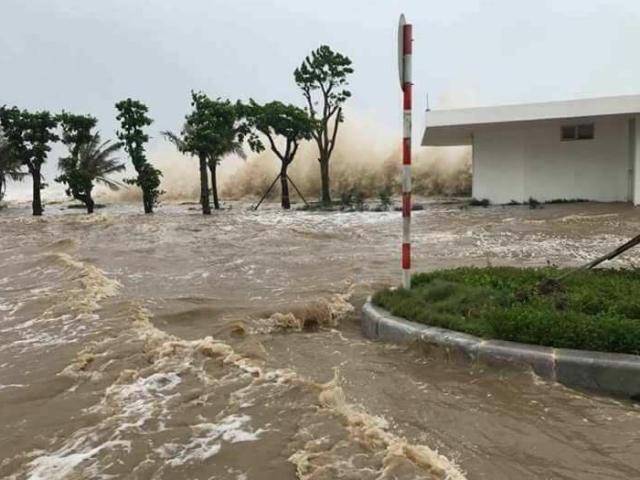 Bản tin thời tiết 10h: Hậu bão số 10, nước lũ miền Trung đang lên rất nhanh