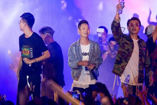 Tiên Tiên suýt gặp sự cố với chiếc quần trước 5.000 khán giả - 11