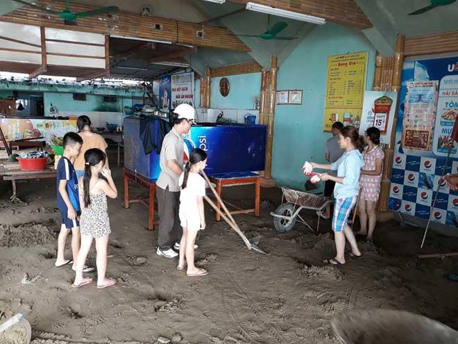 Sau bão số 10: Cát phủ kín khu du lịch Cửa Lò, đê kè ven biển Quất Lâm tan nát - 9