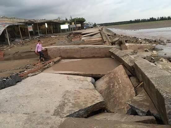 Sau bão số 10: Cát phủ kín khu du lịch Cửa Lò, đê kè ven biển Quất Lâm tan nát - 12