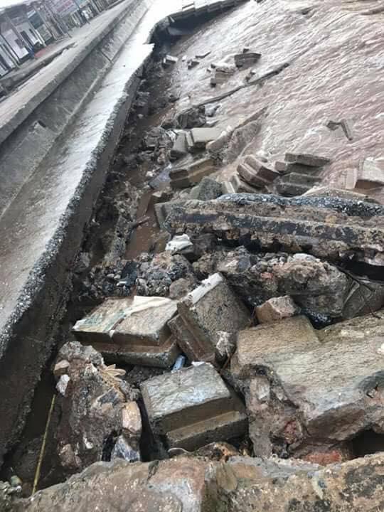 Sau bão số 10: Cát phủ kín khu du lịch Cửa Lò, đê kè ven biển Quất Lâm tan nát - 13