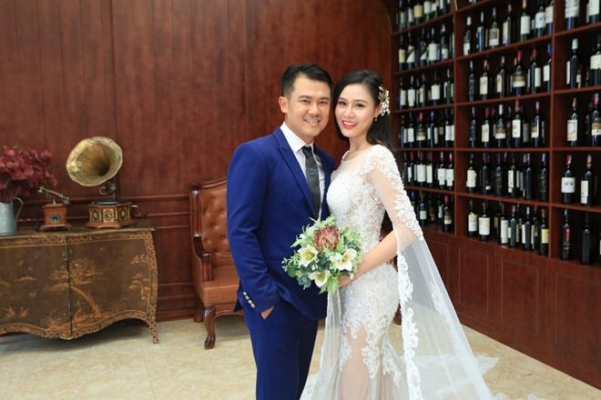 Sau 2 năm, Vân Quang Long khoe ảnh cưới vợ hai kém 10 tuổi - 1