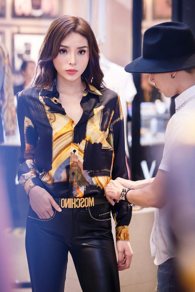 Hoa hậu Kỳ Duyên mặc áo ngắn cũn, lộ vòng eo chẳng tày gang - 3