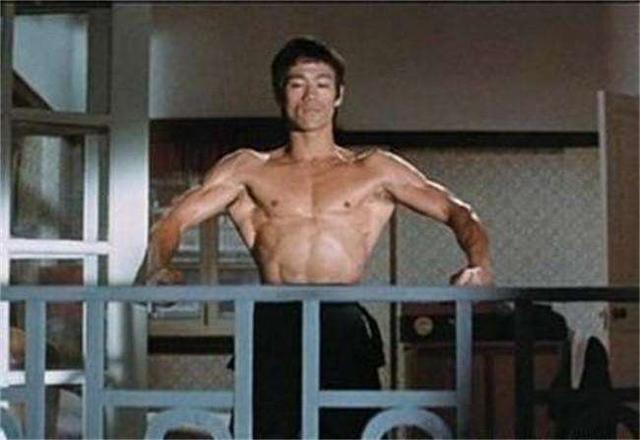 """Lý giải về cơ lưng đẳng cấp """"hình cây thông"""" của Lý Tiểu Long - 4"""