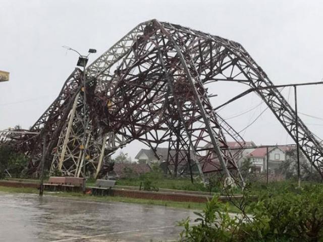 Quặn lòng nhìn miền Trung hoang tàn sau bão số 10