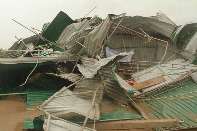 Quặn lòng nhìn miền Trung hoang tàn sau bão số 10 - 11