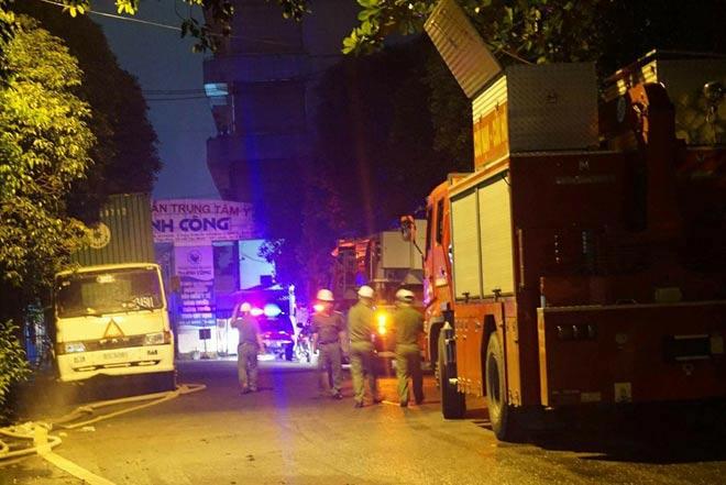 TP.HCM: Cháy dữ dội tại KCN Tân Bình, cột khói đen ngòm bốc cao hàng trăm mét - 2