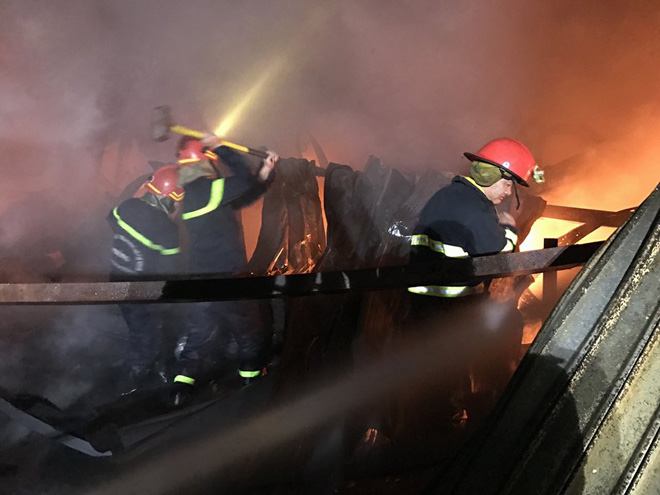 TP.HCM: Cháy dữ dội tại KCN Tân Bình, cột khói đen ngòm bốc cao hàng trăm mét - 3