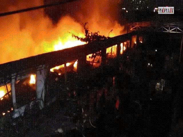 """Ảnh: Cả trăm cảnh sát vật lộn với """"giặc lửa"""" tại KCN Tân Bình - 12"""