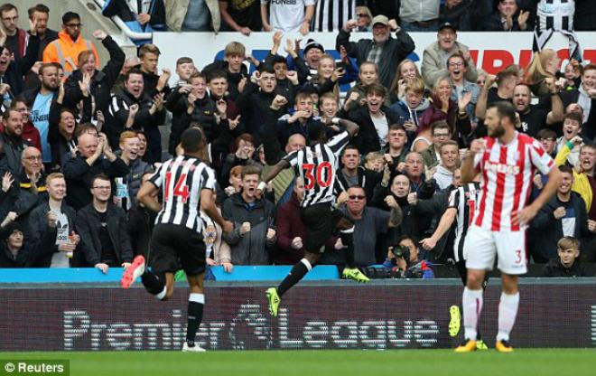 Newcastle – Stoke City: Kẻ ngông ngạo bị trừng phạt - 1