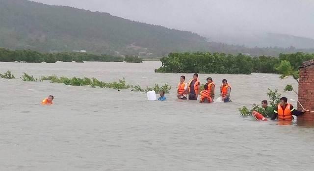 Vẫn còn nhiều nơi ở Thanh Hóa bị cô lập sau bão - 3