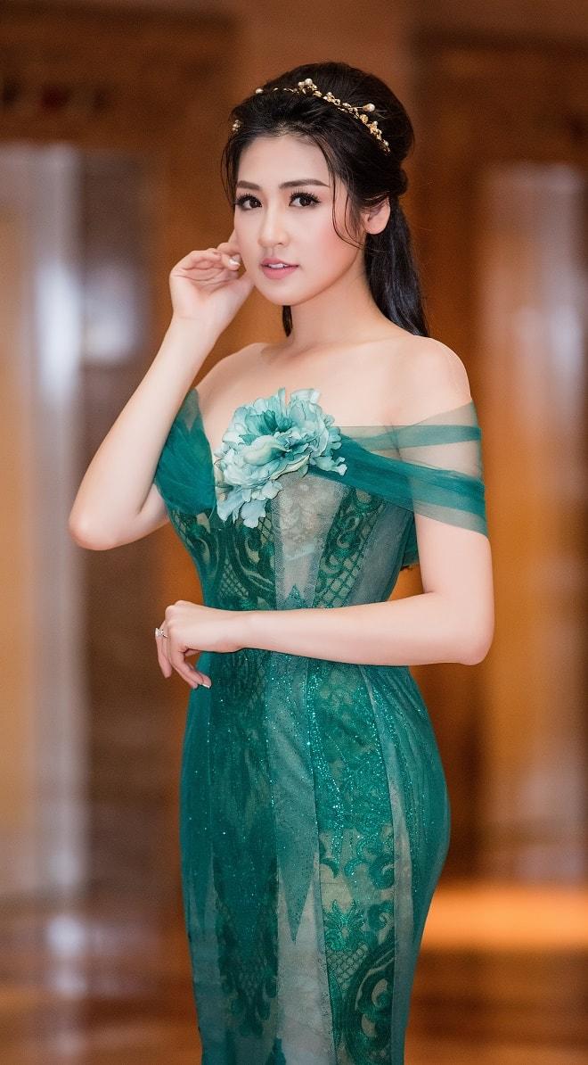 """""""Bạn gái Noo Phước Thịnh"""" mặc buông lơi, ôm sát dáng nữ thần - 2"""
