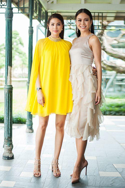 Đầm cape xưa lắc xưa lơ mà sao Phạm Hương mặc vẫn hot - 7