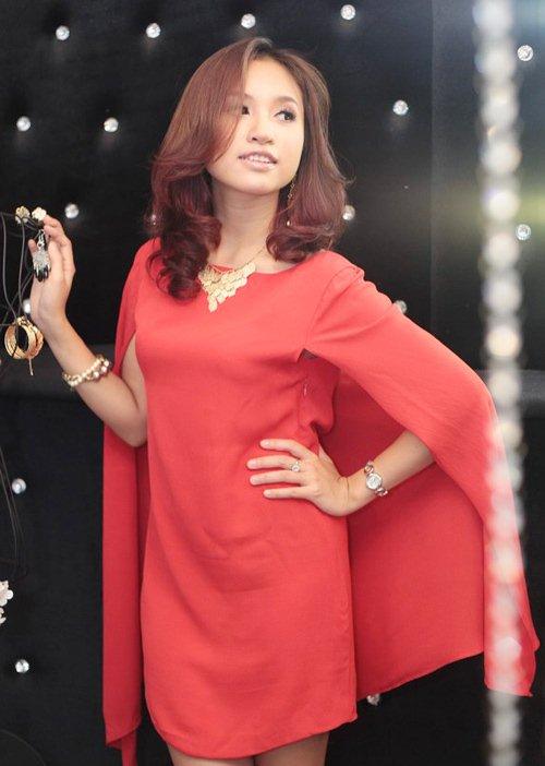 Đầm cape xưa lắc xưa lơ mà sao Phạm Hương mặc vẫn hot - 11