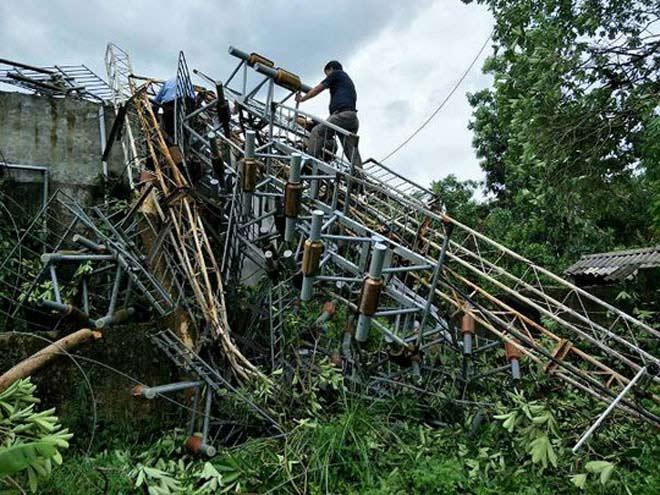 Thêm ăng-ten phát thanh, truyền hình cao 60m bị bão đánh đổ - 1