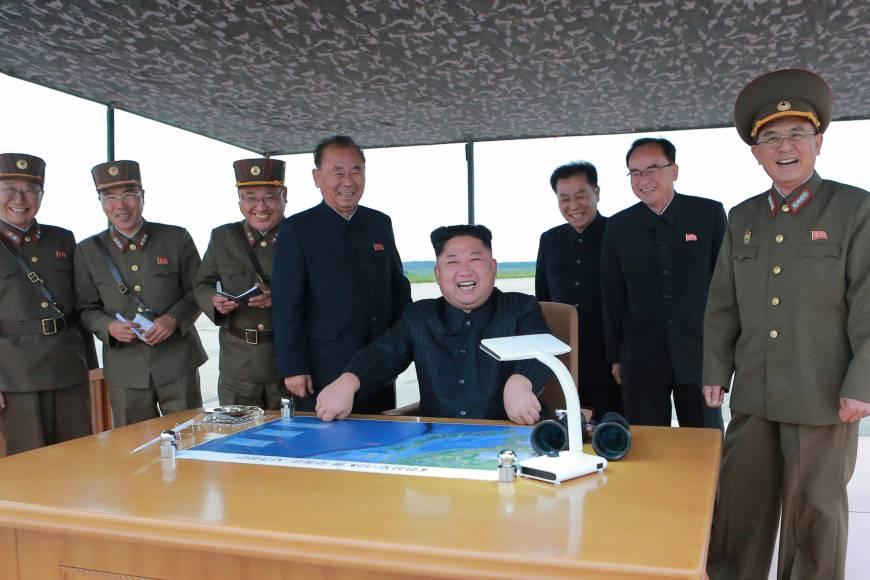 Nhà toàn làm bằng gỗ, dân Nhật Bản biết trốn tên lửa Triều Tiên ở đâu? - 1