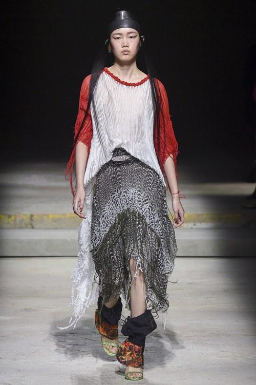 Ngày đầu ra quân tại London Fashion Week, Kim Nhung chễm trệ xuất hiện trên tạp chí Vogue danh giá - 5